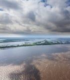 Gran río en la primavera, visión superior Foto de archivo