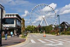 Gran rueda de la montaña ahumada en la isla en Pigeon Forge, Tennessee Fotografía de archivo