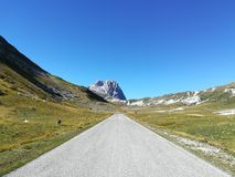 Gran Sasso的山的看法 免版税库存照片