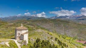 Gran Sasso d `意大利国家公园, S 玛丽亚della PietÃ教堂, Rocca卡拉肖,阿布鲁佐,意大利 库存照片