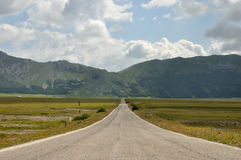 Gran sasso national park straight road Stock Photography