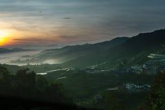 Gran top de la forma de la opinión de la salida del sol de la colina fotos de archivo libres de regalías