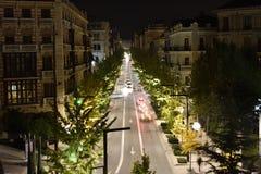 Gran VÃa de Granada på natten med gula ginkgoträd royaltyfria bilder