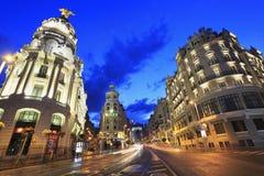 Gran VÃailluminated bij schemer, een het winkelen straat voor de betere inkomstklasse die in centraal Madrid wordt gevestigd Royalty-vrije Stock Foto