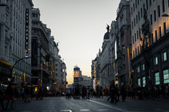 Gran vía la calle en la oscuridad en Madrid Fotografía de archivo libre de regalías
