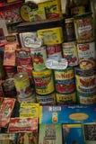 Gran variedad de mercancías italianas en la exhibición en poca Italia, San franco Imagen de archivo