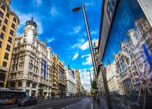 Gran via de bezinning van Madrid stock foto's