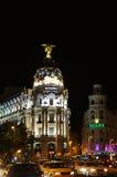 Gran via gatan av Madrid vid natt Royaltyfria Bilder