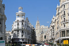Gran via gatan i mitten av Madrid. Arkivfoton