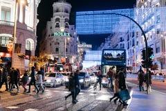 Gran via Straat in Madrid bij nacht op Kerstmistijd met lighti Royalty-vrije Stock Afbeeldingen