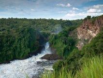 Gran vista del barranco con la cascada  Fotografía de archivo