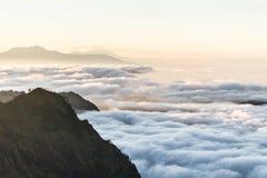 Gran vista del Mt de niebla Bromo Imagen de archivo libre de regalías