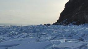 Gran vista del paisaje de la superficie del helada de las piedras heladas del dep?sito metrajes