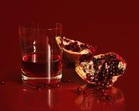 Granaatappel en granaatappelsap. Stock Afbeelding