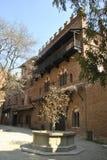 Granaatappelfontein in Valentino-kasteel in Turijn stock afbeeldingen