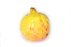Granaatappelfruit op witte achtergrond stock afbeeldingen