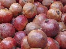 Granaatappels op de markt Royalty-vrije Stock Fotografie