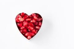 Granaatappelzaden in de hart-vormige vorm Stock Foto's