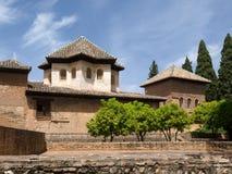 GRANADA ANDALUCIA/SPAIN - MAJ 7: Del av Alhambra Palace I Royaltyfri Fotografi
