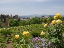 GRANADA ANDALUCIA/SPAIN - MAJ 7: Sikt av det Alhambra Palace Get Royaltyfria Bilder