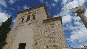Granada, Andalusia, Spagna - 17 aprile 2016: Alhambra e chiesa di Santa Maria archivi video