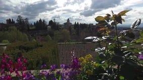 Granada, Andalusia, Spagna - 17 aprile 2016: Alhambra e palazzo di Generalife con i giardini archivi video