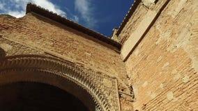 Granada, Andalusia, Spagna - 17 aprile 2016: Convento di San Francisco, costruzione del palazzo, giardino video d archivio