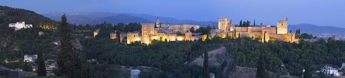Granada - das Panorama des Alhambra-Palast- und -festungskomplexes Stockbilder