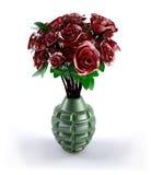 Granada de mano con muchas rosas rojas dentro Imagenes de archivo