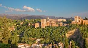 Granada - der Alhambra-Palast- und -festungskomplex am Abend Stockfotografie