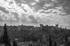 Granada - der Alhambra-Palast- und -festungskomplex in Schwarzweiss Lizenzfreie Stockbilder