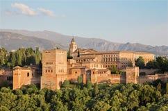 Granada - der Alhambra-Palast- und -fortnesskomplex am Abend Stockfotografie