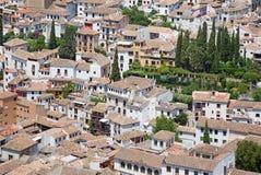 Granada - der Blick zu Albayzin-Bezirk von Alhambra-Festung Lizenzfreie Stockbilder
