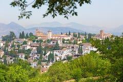 Granada - der Blick zum Albayzin-Bezirk von Generalife-Gärten von Alhambra-Palast Stockfoto