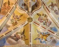Granada - gotiskt tak med frescoesna av den tillbaka delen av skeppet i den kyrkliga Monasterioen de San Jeronimo Arkivfoto