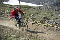 GRANADA HISZPANIA, CZERWIEC, - 30: Niewiadomy setkarz na rywalizaci halny zjazdowy roweru byk jechać na rowerze filiżanki DH 2013, obrazy stock