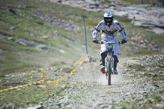 GRANADA HISZPANIA, CZERWIEC, - 30: Niewiadomy setkarz na rywalizaci halny zjazdowy roweru byk jechać na rowerze filiżanki DH 2013, obrazy royalty free