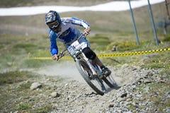 GRANADA HISZPANIA, CZERWIEC, - 30: Niewiadomy setkarz na rywalizaci halny zjazdowy roweru byk jechać na rowerze filiżanki DH 2013, fotografia royalty free