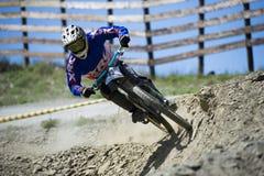 GRANADA HISZPANIA, CZERWIEC, - 30: Niewiadomy setkarz na rywalizaci halny zjazdowy roweru byk jechać na rowerze filiżanki DH 2013, fotografia stock