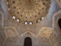 GRANADA HISZPANIA, Marzec, - 2018: Łuki i kolumny Alhambra Ja jest pałac i fortecy kompleksem lokalizować w Granada fotografia stock