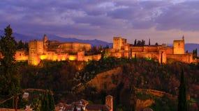 granada Hiszpanii Antyczny arabski forteca Alhambra przy półmrokiem zdjęcia royalty free
