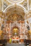 Granada - il presbiterio e l'altare principale della chiesa barrocco Nuestra Senora de las Angustias Immagini Stock Libere da Diritti