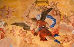 Granada - o detalhe de fresco dos ângulos no santuário barroco (santuários Sanctorum) na igreja Monasterio de la Cartuja por Palo Fotografia de Stock Royalty Free