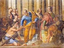 Granada - o fresco da cena como St Peter Healing o aleijado na igreja Monasterio de San Jeronimo por Juan de Medina imagem de stock