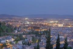 Granada - prospettiva sopra la città al crepuscolo Fotografia Stock Libera da Diritti