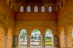 Granada Spanien - 5/6/18: Nasrid dynastislott av lejonen, Alhambra royaltyfri bild