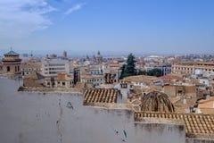 Granada-Stadtbild hinter einer diagonalen Wand lizenzfreie stockfotos