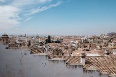 Granada-Stadtbild hinter einer diagonalen Wand stockbild