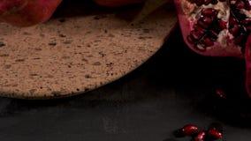 Granada y semillas maduras almacen de metraje de vídeo