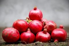 Granadas deliciosas maduras rojas Imágenes de archivo libres de regalías